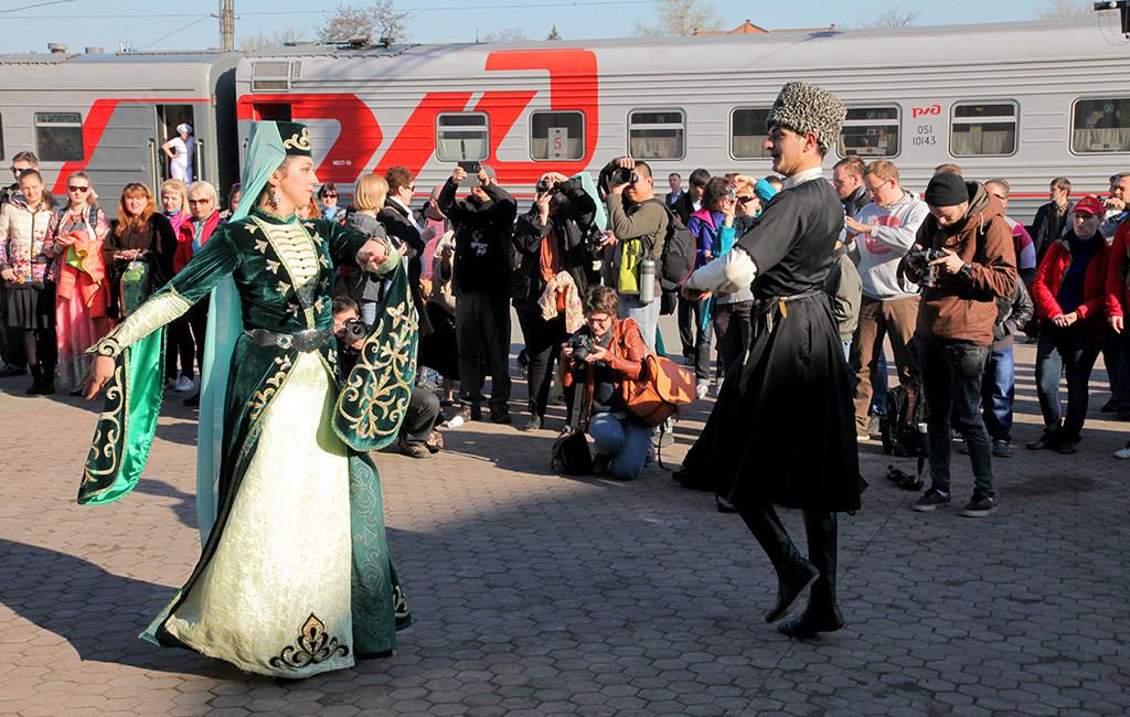 Сегодня стартует железнодорожное путешествие «Чайный экспресс» по Северо-Кавказскому участку «Великого Шелкового пути»