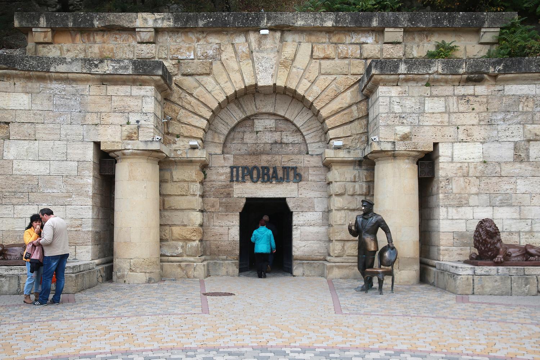 Пятигорск. Статуя Остапа Бендера у входа в Провал. Серге Федичев/ТАСС